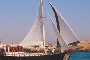 Yacht Charter-Traditional Motor Sailer 51FT_accommodation_in_Yacht_Crete_Heraklion_Stalida