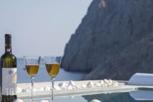Blue Waves_travel_packages_in_Cyclades Islands_Sandorini_kamari
