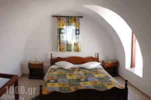 Marc Aggelos - Meteora Studios_travel_packages_in_Cyclades Islands_Sandorini_Perissa